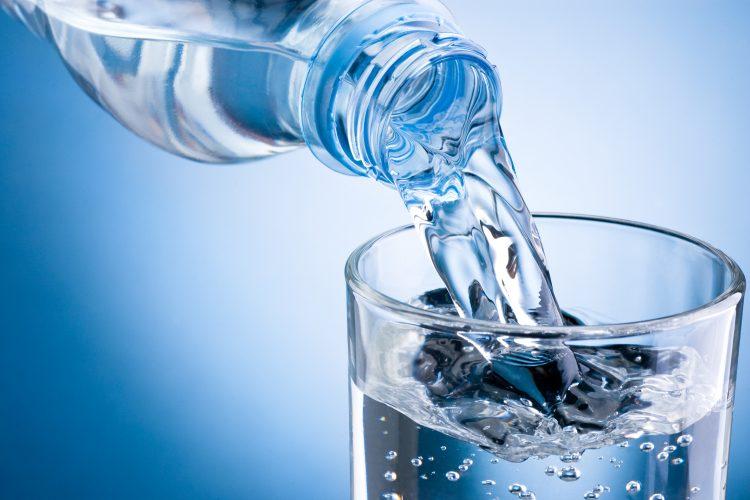 agua mineral daña los dientes y la dentadura mito o realidad